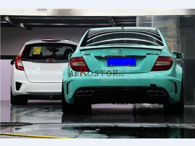 2011+ W204 C-CLASS C63 AMG 4D BLACK SERIES REAR BUMPER WITH DIFFUSER